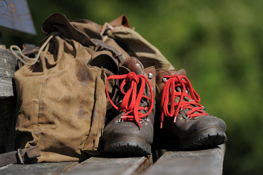 Wanderschuhe und Rucksack