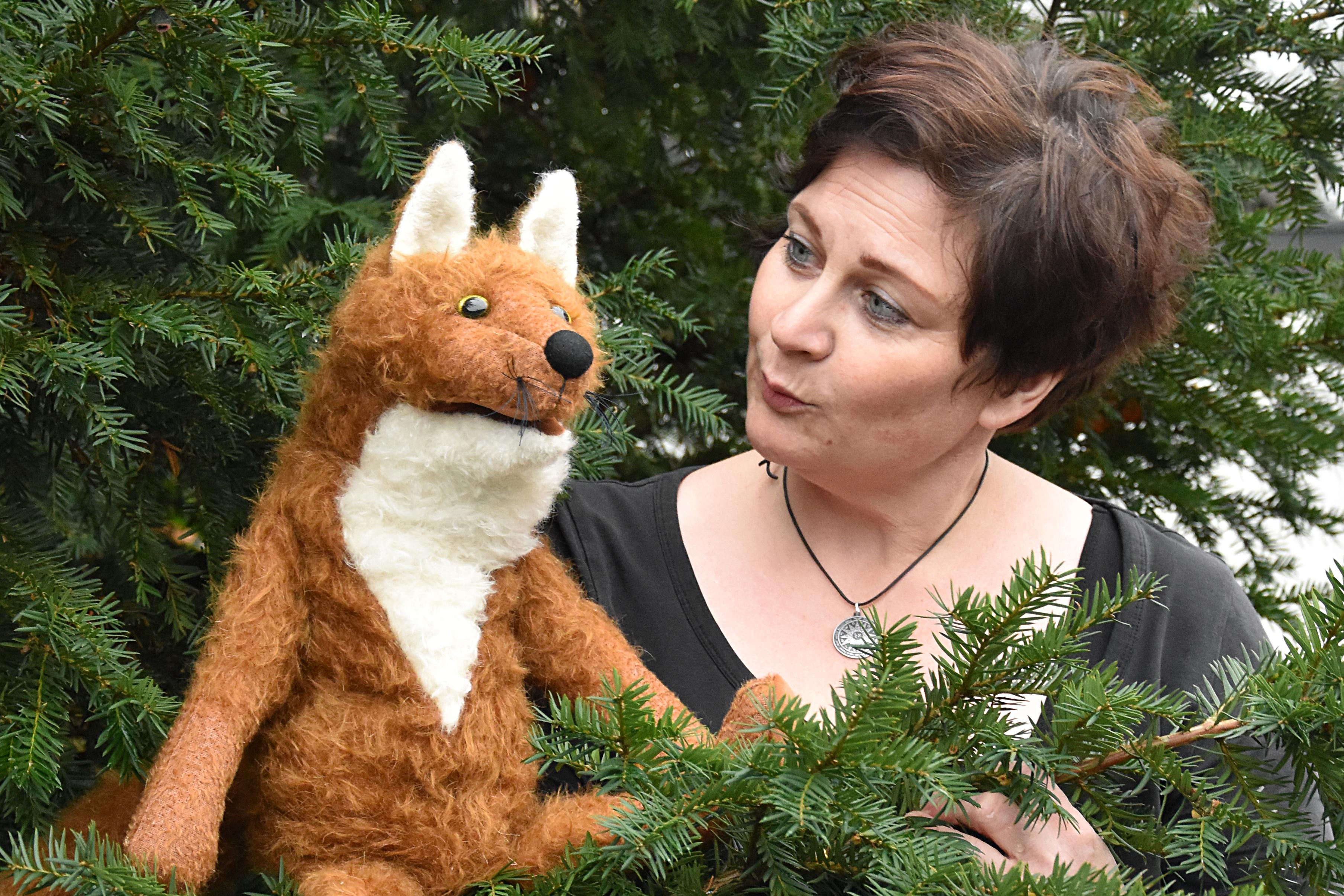 Stefanie Siegmeier mit ihrem Puppentheater