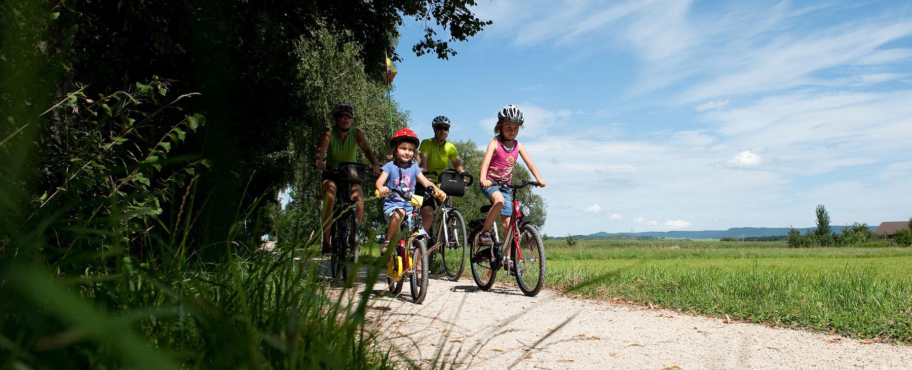 Familie am Fahrradfahren