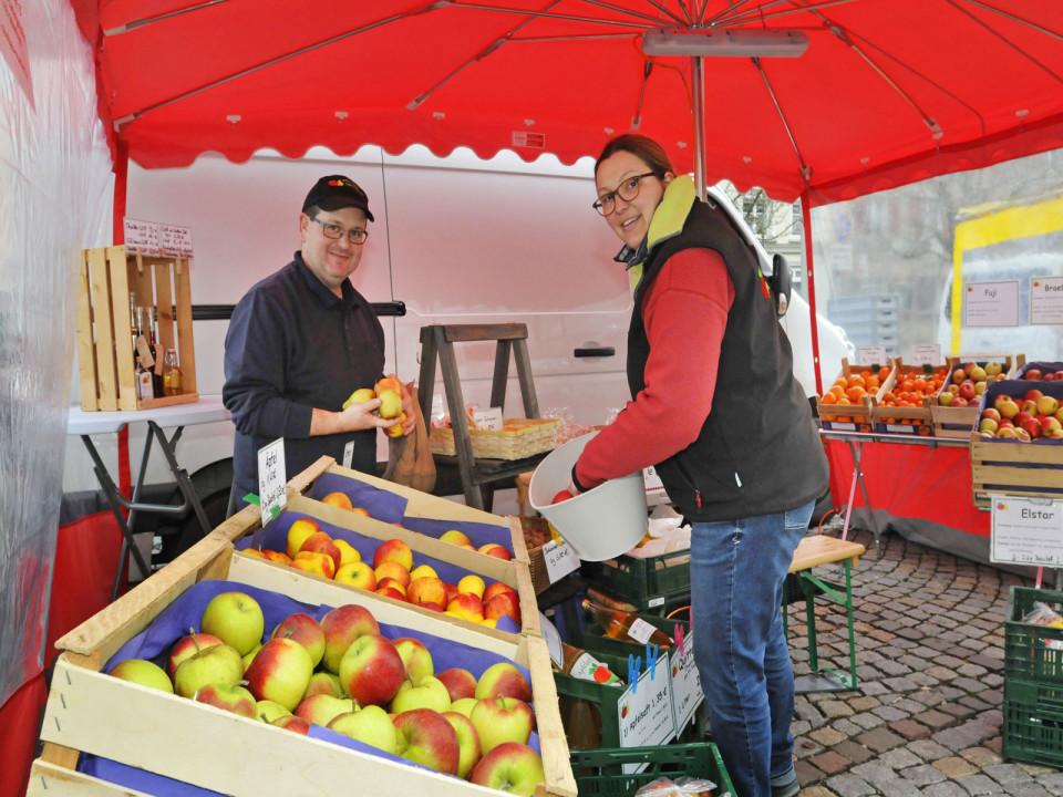 Stefan Müller verkauft sein Obst