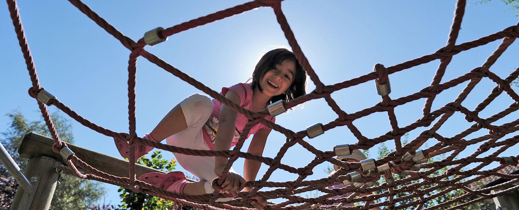 Mädchen auf dem Spielplatz