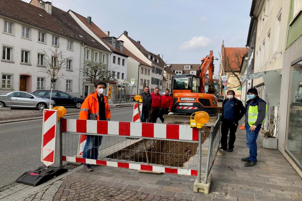 5 Bauarbeiter an er Baustelle wegen des Fußgängerüberwegs